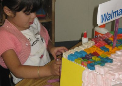 Early Childhood Education - Girl learning Art through STEAM